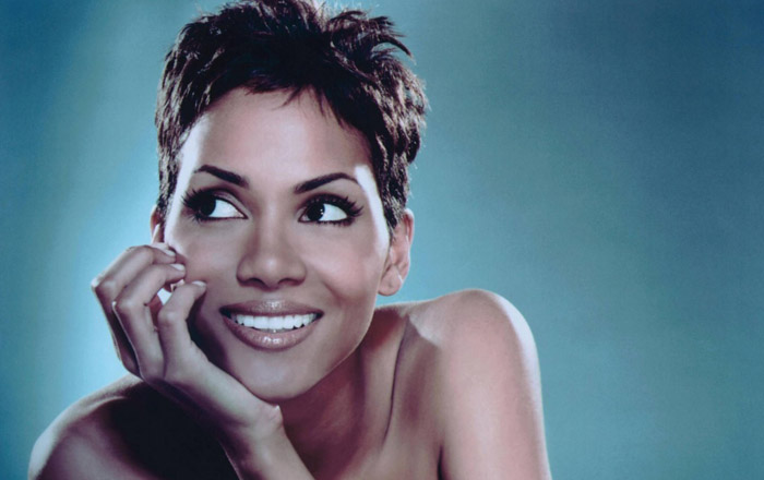 ahalle-berry-smile-wallpapers_1553_1024x768